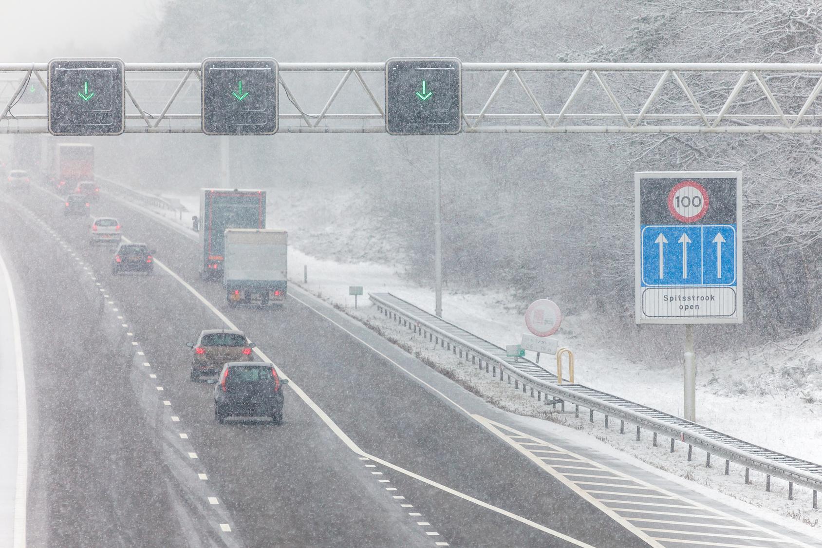 dutch highway during winter snow geblitzt fahrverbot bu geld rechtsanwalt berlin. Black Bedroom Furniture Sets. Home Design Ideas